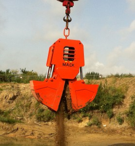 Diesel-Powered Self-Contained Hydraulically Operated Buckets